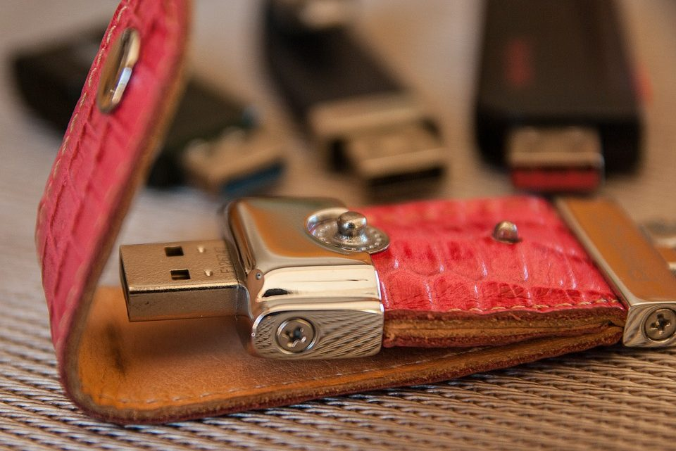 Clé USB publicitaire : pourquoi distribuer ce cadeau à ses clients?
