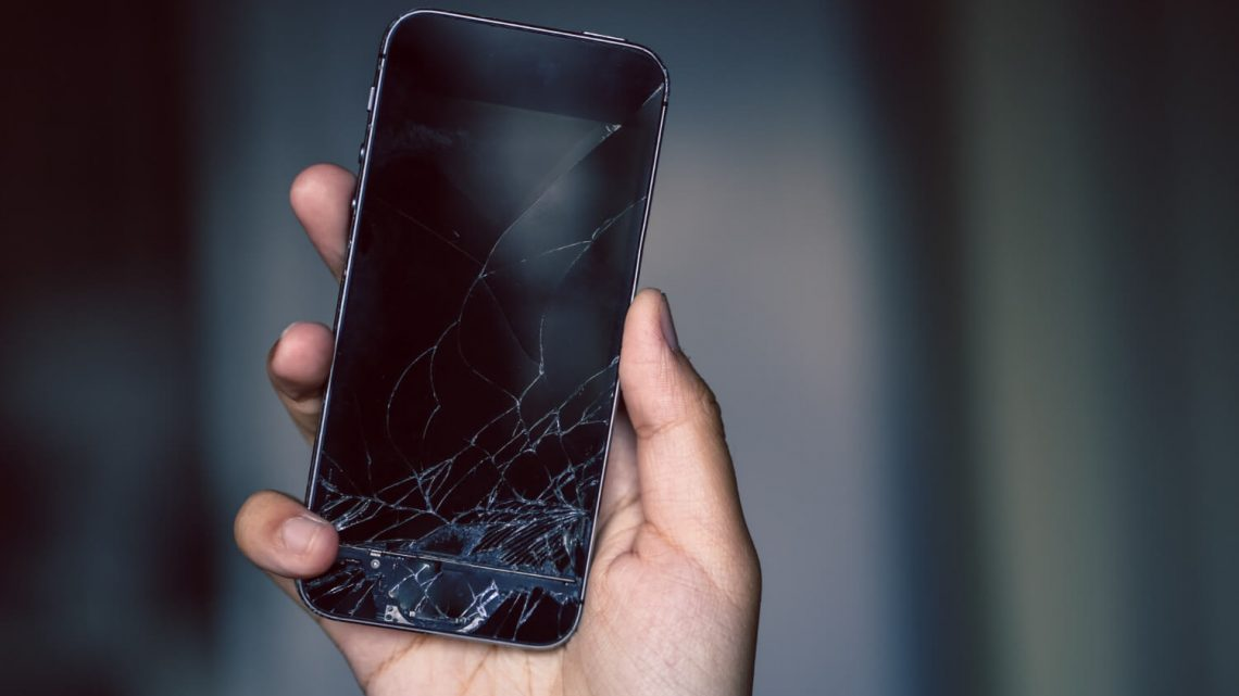 Réparation Smartphone : faire appel à un spécialiste ou le faire soi-même ?